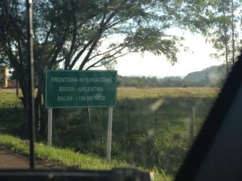 Fronteira Internacional - Brasil-Argentina. Balsa: 1.700m